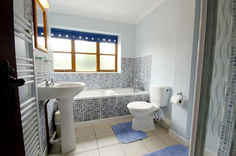 Wishing Well Cottage – Bathroom